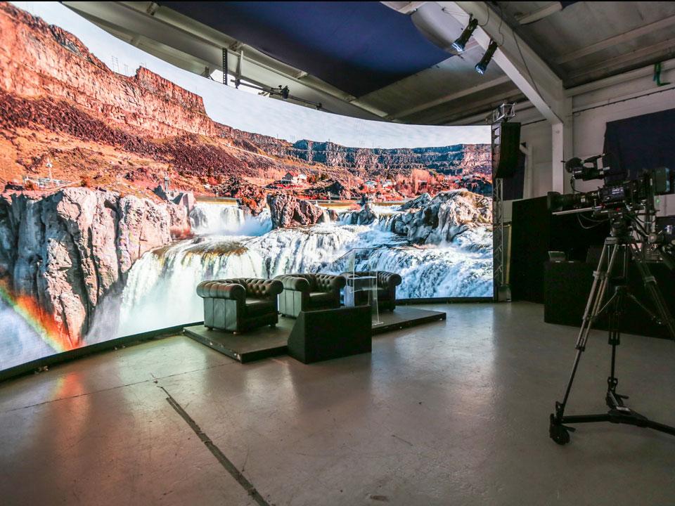 Anna Valley & Shooting Partners Visual Displays Dazzle Visitors